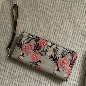 Guess Large Wristlet Wallet